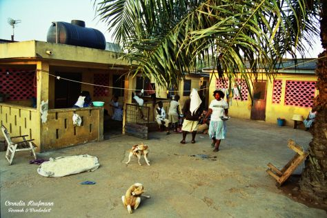 Commune in Accra, Ghana. Life in the yard. Photography by Cornelia Kaufmann