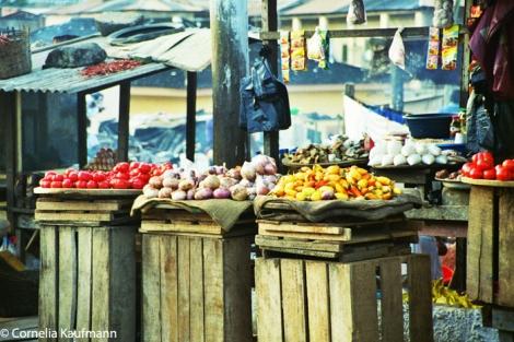 Colourful market vendor in Cape Coast. Copyright Cornelia Kaufmann