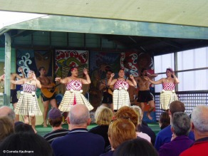 Kapa Haka and poi dance performance at Whakarewarewa Thermal Village. Copyright Cornelia Kaufmann