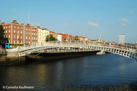 The famous Ha'penny Bridge across the river Liffey. Copyright Cornelia Kaufmann