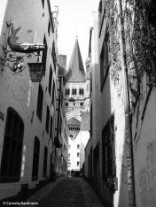 Narrow alley from the Haus am Walfisch towards church Groß St. Martin. Copyright Cornelia Kaufmann