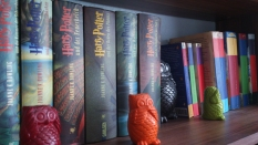 My Harry Potter shelf, containing the German hardcovers (left) and the English versions on the right (the first three books are paperbacks)