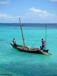 Zanzibari fishermen on the Indian Ocean. Copyright Cornelia Kaufmann