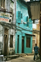 Alley in the old part of Stone Town. Copyrigt Cornelia Kaufmann