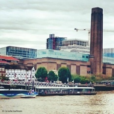 Shakespeare's Globe Theatre and the Tate Modern, seen from the Thames Path at Southwark Bridge © Cornelia Kaufmann