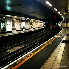 Waiting for the tube at Mansion House Station © Cornelia Kaufmann