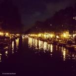 A gracht in Amsterdam at night. @Cornelia Kaufmann