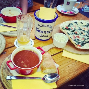 Savoury dinner at Brauhaus Bönnsch in Bonn, consisting of goulash soup, leek cream soup, Flammkuchen, homemade beer bread, lard, and several glasses of Bönnsch beer brewed on the premises. © Cornelia Kaufmann