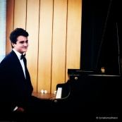 Pianist Elöd Ambrusz at his first solo concert in Solingen. © Cornelia Kaufmann