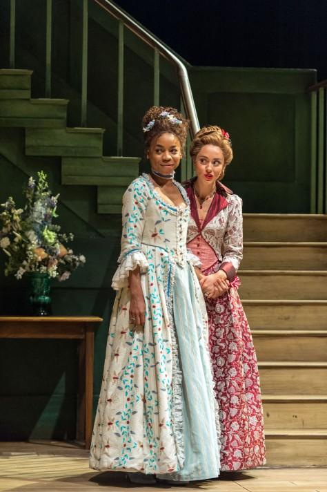Dorinda (Pippa Bennett-Warner) and Mrs. Sullen (Susannah Fielding) ©Manuel Harlan